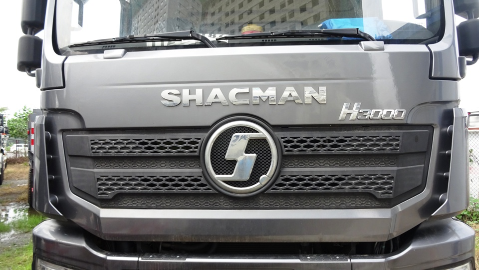 xe-ben-shacman-4-chân